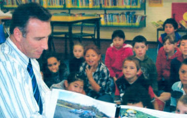 Detective Laurie Howell NZ Police reading his book to a Central Normal School class, the book is a publishers proof and more fund raising is required to allow publishing. [NZ Police]